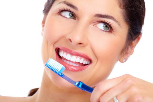 Simple Ways to Whiten Teeth Naturally